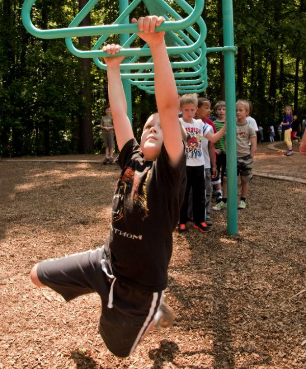 Kids-take-risks-at-playground